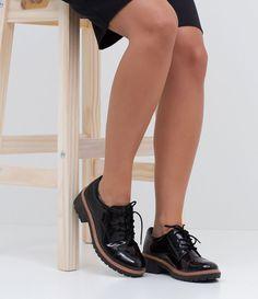 Sapato Feminino  Modelo: Oxford  Em verniz  Sola tratorada de 4cm  Marca: Satinato  Material: Sintético     COLEÇÃO VERÃO 2017     Veja outras opções de    sapatos femininos    .                                                                                                                                                                                 Mais