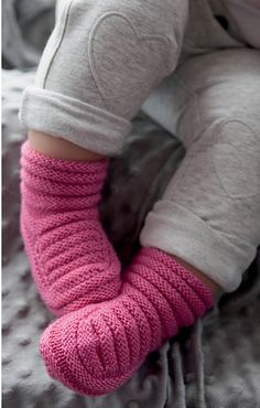 Ravelry: Easy Baby Bootees pattern by Angela Wong – Stricken