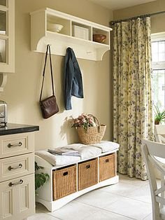 I love baskets. In every shape, style and colour they are so versatile you can add a basket to any room and it will look charming and welcoming. Old Baskets, Baskets On Wall, Creative Decor, Mudroom, Interior Inspiration, Accent Decor, Decor Styles, Diy Furniture, Interior Design