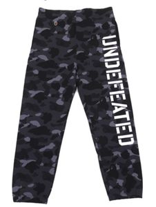 Bape x Undefeated Camo military inspired sweatpants. Gettting ready for WINTER! Jogging, Streetwear Shorts, Top Street Style, Camo Pants, A Bathing Ape, Bape, Fashion Labels, Black Pants, Street Wear