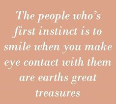 The people whose first instinct is to smile when you make eye contact with them are earth's great treasures. Helping Other People, Helping Others, Video Interview Tips, Be Thou My Vision, Get A Girlfriend, Wednesday Wisdom, Stencil Diy, Psychology Facts, True Words