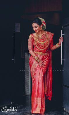 Malayalee Television Star Ties The Wedding Knot Kerala Bride, Hindu Bride, South Indian Bride, Indian Bridal, Wedding Knot, Wedding Advice, Saree Wedding, Wedding Bride, Budget Wedding