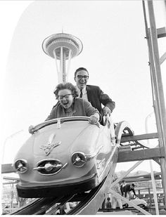 #TBT Seattlites have the 1962 #WorldsFair to thank for their iconic Space Needle! How will #LAWorldsFair #change #LA? Vintage Pictures, Old Pictures, Old Photos, Fun Fair, World's Fair, Fair Rides, Foto Fun, Amusement Park Rides, Vintage Photographs