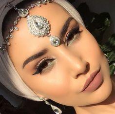 Hijab style <3 Pinterest @adarkurdish Love Makeup, Beauty Makeup, Makeup Looks, Hair Beauty, Middle Eastern Makeup, Arabian Makeup, Head Jewelry, Jewellery, Hair Cover