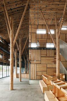 Edifício com fachada de palha, por Kengo Kuma