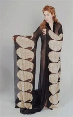 Neglige for painting - Titanic Kate Winslet as Rose DeWitt Bukater design: Deborah Lynn Scott 1900s Fashion, Vintage Fashion, Titanic Rose, Best Dressing Gown, Burlesque, Titanic Costume, Titanic Photos, The Costumer, Movie Costumes