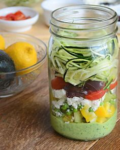 Wanting to eat healthy, but you have no time? Check out these 10 healthy and delicious mason jar salad recipes that'll save time and while being healthy. Mason Jar Lunch, Mason Jar Meals, Meals In A Jar, Mason Jars, Salad In A Jar, Soup And Salad, Pasta Salad, Noodle Salad, Chicken Salad