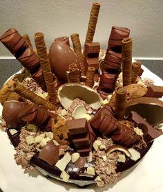 Tällaista syötiin tänään mun Tupperware-kutsuilla. Netissä, tai ainakin Instagramissa pyöri viime viikolla kuva kakusta, joka oli koris...