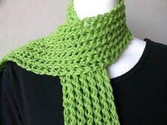 reversible lace knit stitch - pattern at http://recipestotry-judith.blogspot.com/2008/12/scarf.html