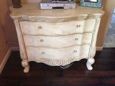 Annie Sloan old white and dark wax I'm thinking bathroom cabinets. Chalk Paint Projects, Chalk Paint Furniture, Furniture Projects, Furniture Makeover, Diy Furniture, Furniture Refinishing, Diy Projects, Distressed Furniture, Repurposed Furniture