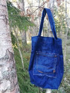 #oldjeans #oldjeansintobag Old Jeans, Recycled Denim, Denim Bag, Overall Shorts, Projects, Bags, Fashion, Jean Bag, Log Projects