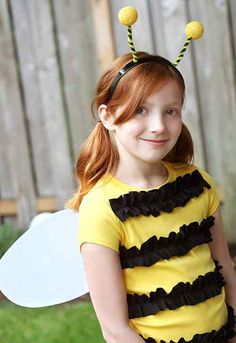 Easy Bumble Bee (can be base for Spelling Bee) - 60 Fun and Easy DIY Halloween Costumes Your Kids Will Love Bee Halloween Costume, Halloween Costumes Kids Homemade, Last Minute Halloween Costumes, Diy Costumes, Halloween Kids, Costume Ideas, Diy Bee Costume, Costume Tutorial, Bumblebee Halloween