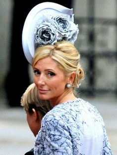 Princess Marie-Chantal of Greece in a pewter Philip Treacy hat with sprays of roses at the Royal Wedding. Sombreros Fascinator, Marie Chantal Of Greece, Philip Treacy Hats, Carolina Herrera, Ascot Hats, Fancy Hats, Wedding Hats, Wedding Fascinators, Party Wedding