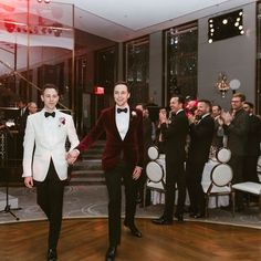 """490.2 k mentions J'aime, 7,178 commentaires - Jim Parsons (@therealjimparsons) sur Instagram: """"Reception, first dance... (have to say thank you to #anniepsaltiras who was supposed to just be a…"""""""