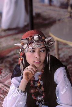 Africa | Young girl wearing traditional costume and berber jewels, member of a tribe fr. Ifni region. Marrakech, Morocco. | ©Bruno Barbey