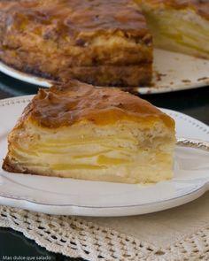 La receta de hoy es una tarta de manzana que se hace mucho en casa de mi marido. Yo la conozco desde hace..... ufff ...mucho ...
