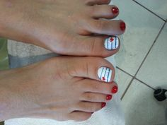 4th of July nail art for pedicure. cute nail design