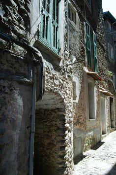 Dolceacqua (IM)  Quartiere Borgo http://ift.tt/2lfwp45