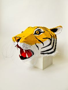 Tijger - papier sculptures by Kiki Peeters from Holland