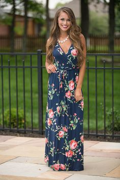 This dress with deep v-neck can show your charming clavicle and sleeveless design can make you looked sexy and you can wear this one to your party or wear it at your free time, wearing floral dress,yo