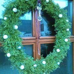 Julens dørkrans#hannebi60 #jul #blødenebær #sølvkugler #kreativ #binderi #julebinderi #krans