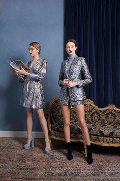 Alice + Olivia Pre-Fall 2018 Fashion Show Collection