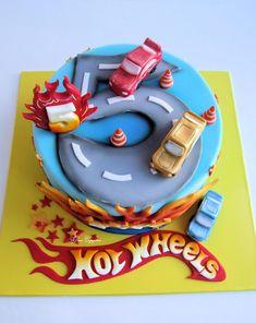 19 Super Ideas birthday cake for men cars hot wheels 5th Birthday Cake, Birthday Cakes For Men, Cakes For Boys, Hot Wheels Cake, Wheel Cake, Hot Wheels Birthday, Beautiful Birthday Cakes, Biscuit Cake, Number Cakes