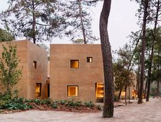Soil-based render creates terracotta-coloured walls for houses in Mexico