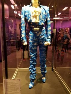 "The famous cloud suit, worn in the video ""Raspberry Beret"". Prince Shoes, My Prince, Prince Outfits, Prince Concert, Beret Outfit, Prince Images, Paisley Park, Beard Lover, Prince Rogers Nelson"