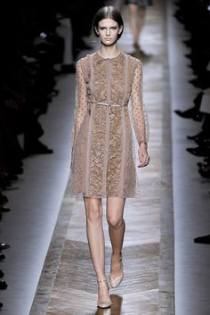 Valentino Spring 2011 Ready-to-Wear Fashion Show - Kendra Spears