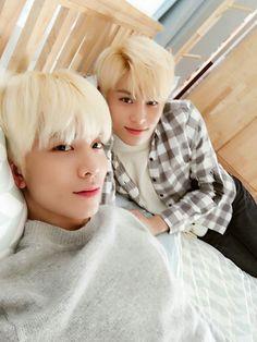 SF9 HwiYoung & Taeyang en la cama