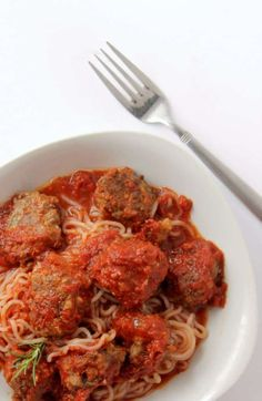 Keto Spaghetti and Meatballs is the perfect keto comfort food to help keep you on track with keto. Keto Meatballs reheat easily for a quick meal! Healthy Meals To Cook, Quick Meals, Healthy Eating, Vegetarian Recipes, Healthy Recipes, Keto Recipes, Keto Pasta Recipe, Bariatric Recipes, Spaghetti And Meatballs