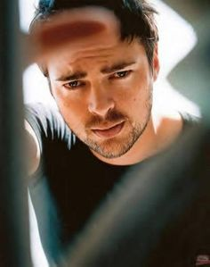 Over 1057 people liked this! Karl Urban (Eomer from LOTR and Bones from Star Trek) where do I put you? Star Trek, Stephen Hawking, Bad Boys, Pretty People, Beautiful People, 3d Fantasy, Vincent Cassel, Jonathan Rhys Meyers, Christian Bale