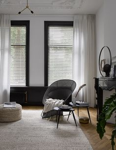 Curtains Living, White Curtains, Curtains With Blinds, Home Decor Bedroom, Interior Design Living Room, Living Room Decor, Store Venitien, Living Room Inspiration, Decoration