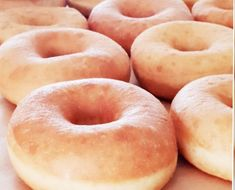 Zeer luchtige donut – Susu Dishes Beignets, Cakepops, Donuts, Doughnut, Cupcakes, Lunch, Bread, Dishes, Breakfast