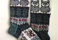 Metsän siimeksessä -sukat on tehty Novitan 7 Veljestä -langasta, koko on 38-40. Puikot nro 3,5 tai käsialan mukaan. Tarvikkeet: 50g Lu... Socks, Knitting, Fashion, Knitting Socks, Moda, Tricot, Fashion Styles, Breien, Sock