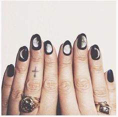#allblack #witch #rocknroll #fashion #moonphases #nails