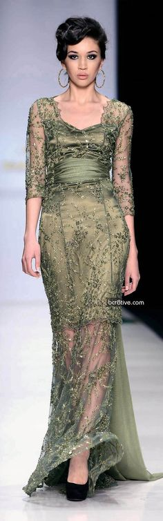 Olesya Malinskaya Fall Winter Is it weird to say I love how curvy she is compared to most runway models? Elie Saab, Beautiful Gowns, Beautiful Outfits, Dress Vestidos, Vogue, Glamour, Winter Dresses, Dress Winter, Lookbook