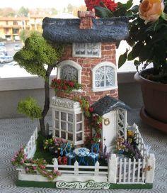 New house fachada cafe 64 Ideas Clay Houses, Ceramic Houses, Miniature Houses, Fairy Garden Houses, Glitter Houses, Miniature Furniture, Miniture Things, Dollhouse Miniatures, Minis