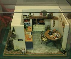 Photos of Roomboxes from the Fall 2010 Seattle Dollhouse Miniature Show: Setting the Scene With Exterior Hints