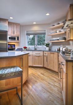 Designer: Lucy Interior Design  Cabinetry: Partner's 4 Design Photography: Scott Gilbertson  www.lucyinteriordesign.com #lucypenfield #kitchen