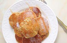 Mini tortitas de manzana 1 manzana golden (con piel) 1 huevo 2 claras  50gr harina avena integral un poco agua (3-4 cdas) canela al gusto