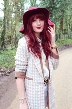 Megan of Wonderful You in Miss Patina Cambridge Coat Uk Fashion, Vintage Fashion, Fashion Outfits, Red Hair With Bangs, Helmet Hair, Hairstyles With Bangs, Cut And Color, What I Wore, Houndstooth