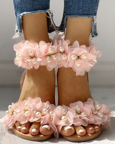 Pearl Beaded Patchwork Floral Flat Sandals October 29 2019 at fashion-inspo Floral Sandals, Beaded Sandals, Estilo Fashion, Ideias Fashion, Emo Fashion, Fashion Women, Casual Rings, Studded Flats, Toe Rings