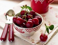 Find images and videos about food, red and fruit on We Heart It - the app to get lost in what you love. Cherry Recipes, Fruit Recipes, Cherry Ideas, Cherry Baby, Cherries Jubilee, Cherry Hill, Red Cottage, Sweet Cherries, Fruits And Veggies
