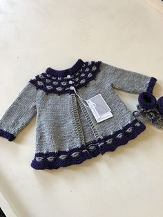 Motif Mabel par Fiona Alice Mabel pattern by Fiona Alice Ravelry Baby Pullover Muster, Knitted Baby Cardigan, Knitted Baby Clothes, Baby Hats Knitting, Knitting For Kids, Baby Sweater Patterns, Baby Knitting Patterns, Baby Patterns, Pull Bebe