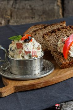Verwöhne Dich mit einem Brotaufstrich mit Ziegenfrischkäse - ein besonderer Käse: locker, luftig, cremig, einfach unverwechselbar.