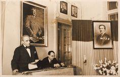 Fotografie surprinzându-l pe scriitorul Cezar Petrescu, preluând cuvântul la Uniunea Scriitorilor, plasat între cele două portrete, al lui Mihai Eminescu şi al lui Stalin, 12 ianuarie 1950