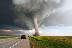 Красивые снимки неблагоприятных погодных условий на просторах Америки.