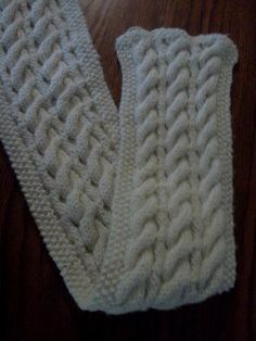 Knitting: Reversible cable scarf